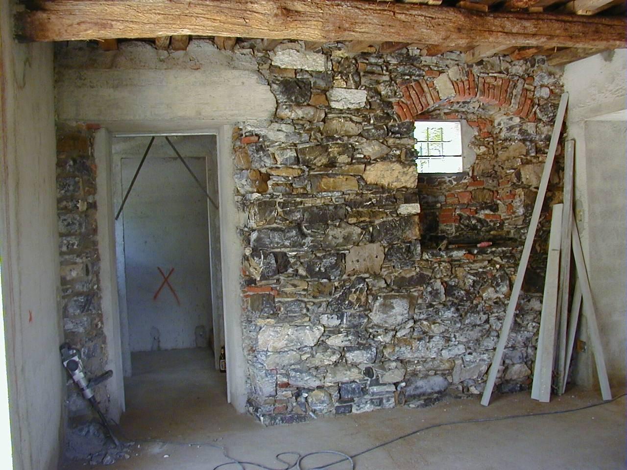 Pietre Bianca Per Interni pareti in pietra a vista sbiancata. per un rustico