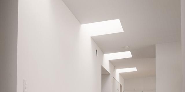 Luce zenitale, soluzione pratica e scenografica per case contemporanee