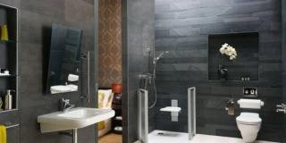 lavabo senza colonna fissato alla parete collezione Contour 21 di Ideal Standard con il miscelatore a leva Ceraplus di Ideal Standard asta doccia SENSES110 mod_Claro1