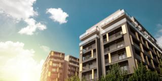 appartamenti moderni residenziali, esterni con cielo sereno Modern apartment buildings exteriors in sunny day
