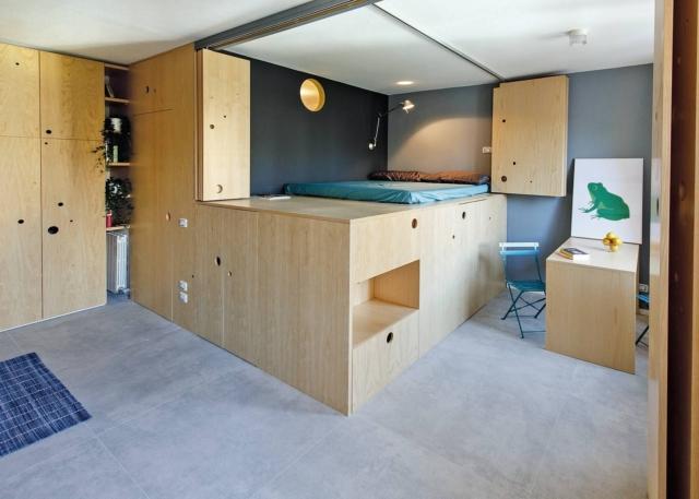 pedana in legno per il piano del letto e contenitori sottostanti con sistema mobile di schermatura