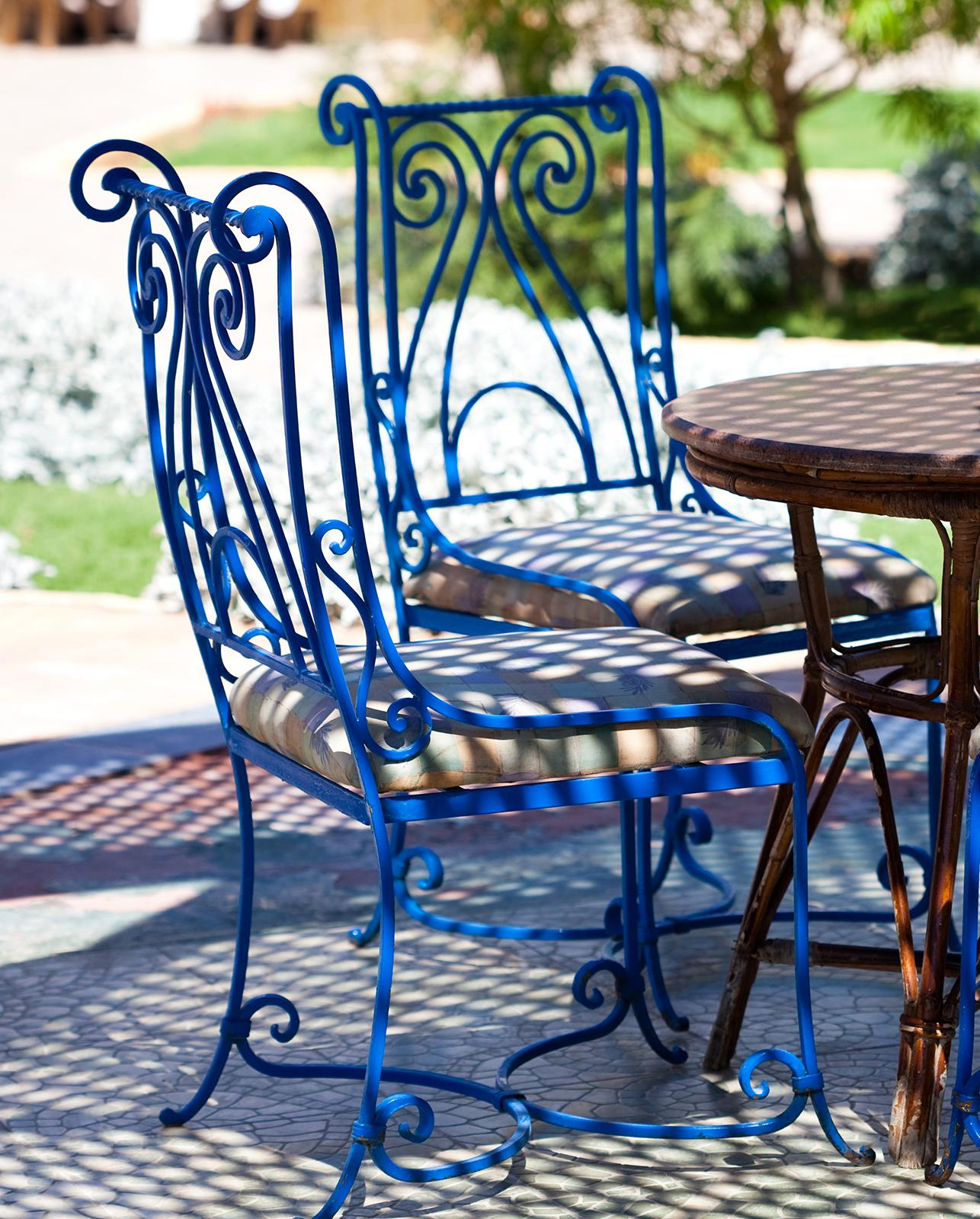 Dipingere Sedie Di Legno rinnovare gli arredi esterni con il colore di una nuova