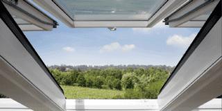 vista sul panorama da una finestra per tetti velux