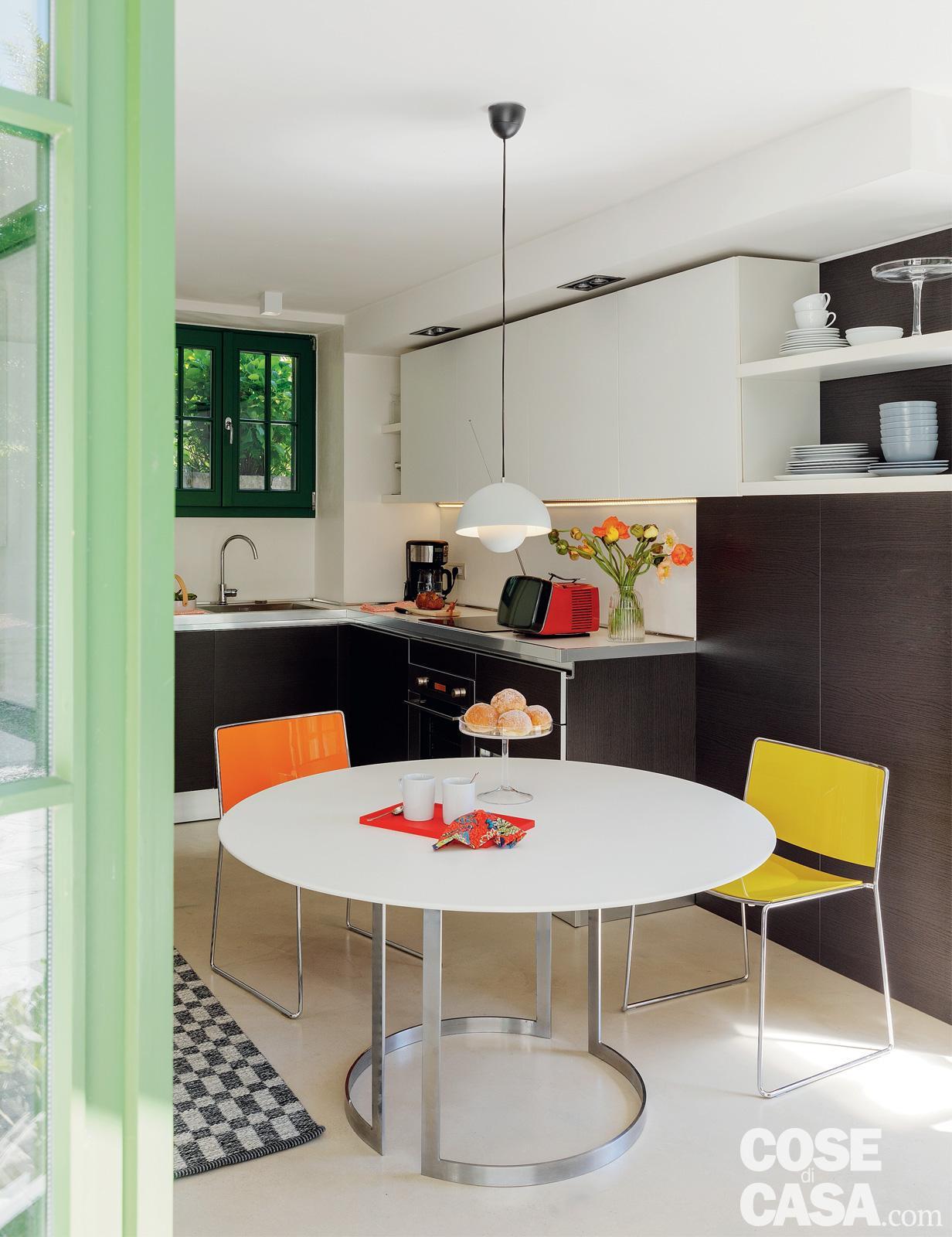 Mini casa su due livelli con spazi outdoor e piscina ...
