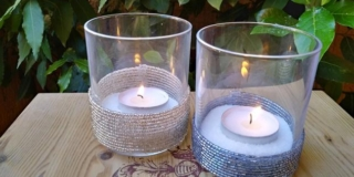 Portacandele di vetro decorato con fili di perline