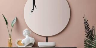 Abbinare specchio e luci in bagno