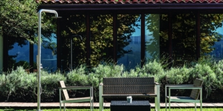 Doccia all'aperto: in giardino o in cortile. Per un outdoor a prova di calura