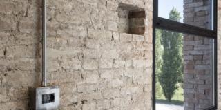 Impianto elettrico a vista per preservare le murature di case antiche e di pregio