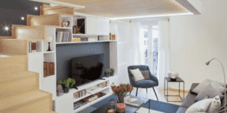 soggiorno con scala legno contenitore