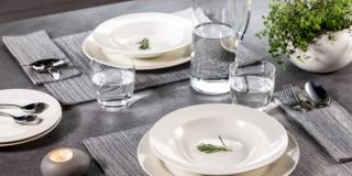 Piatti bianchi, eleganza intramontabile anche per la tavola informale